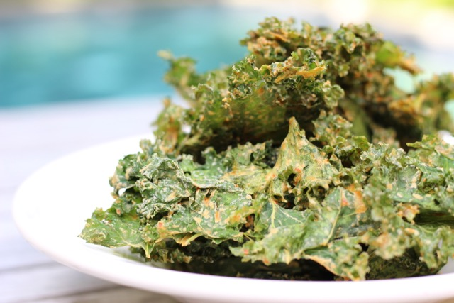 Presentación chips de kale con queso