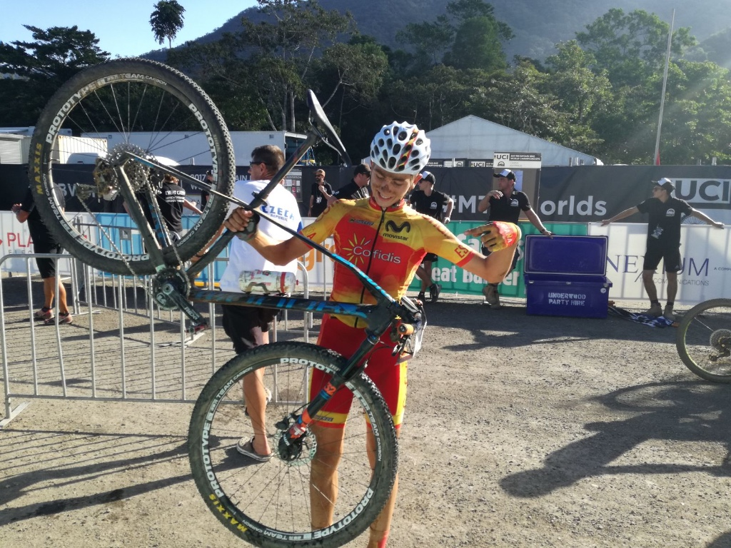 Magnífico debut de David Campos en un Campeonato del Mundo XCO