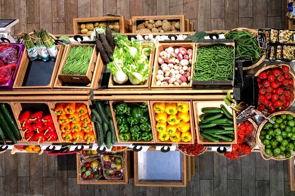 ¿Cuáles son las frutas y verduras con mayor cantidad de agua?