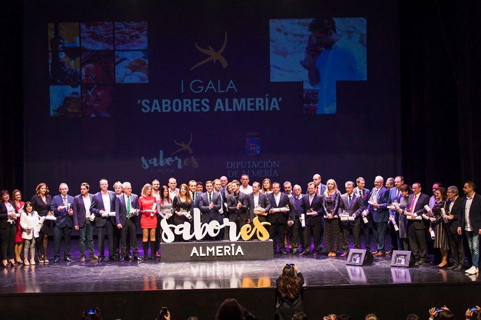 """David Bisbal y el Presidente de Diputación Javier Aureliano entregan a Primaflor el certificado de adhesión a la marca gourmet """"Sabores Almería"""""""